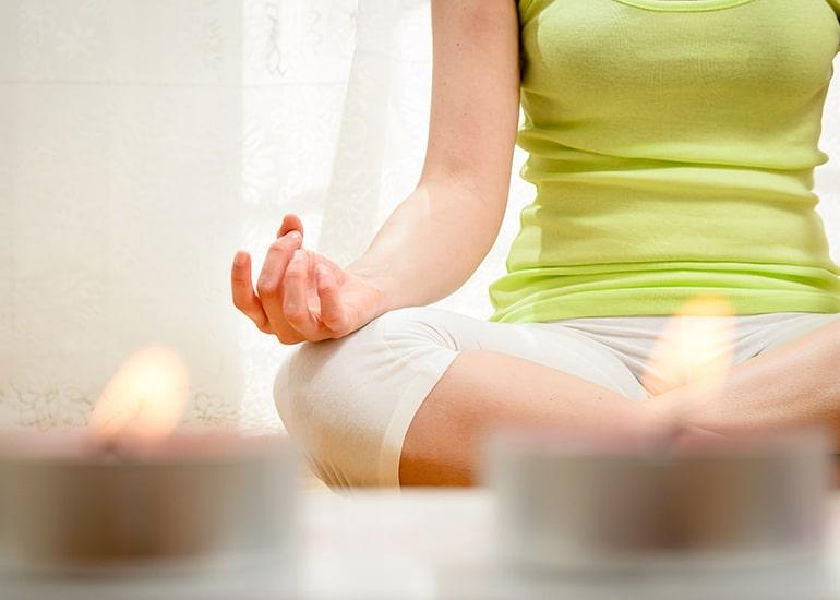 Yoga and Relax bei Meditation und einer Kerze im Anschnitt