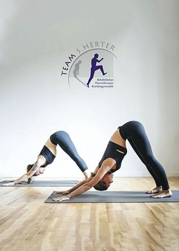 Frauen in Yoga Pose